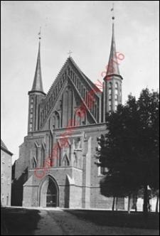 Bazylika archikatedralna Wniebowzięcia Najświętszej Maryi Panny i św. Andrzeja. Widok od strony fasady frontowej z 1901 roku. Frombork