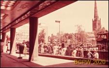Główny plac miasta Broadgate, widok z przejścia podziemnego, Coventry, Anglia, Wielka Brytania