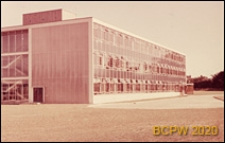 Szkoła zawodowa Crawley College, widok frontu i ściany bocznej, Crawley, Anglia, Wielka Brytania