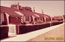 Domy szeregowe parterowe, widok zewnętrzny, Crawley, Anglia, Wielka Brytania