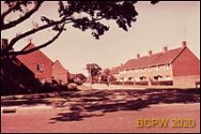 Fragment osiedla, widok od strony ulicy, Crawley, Anglia, Wielka Brytania