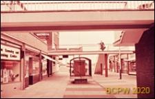 Ruch pieszy uliczny, dwupasmowy, Harlow, Anglia, Wielka Brytania
