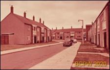 Fragment zabudowy mieszkaniowej, uliczka w osiedlu, Harlow, Anglia, Wielka Brytania