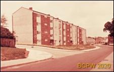 Osiedle mieszkaniowe, dom czterokondygnacyjny, widok od strony ulicy, Harlow, Anglia, Wielka Brytania