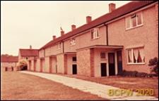 Osiedle mieszkaniowe, domy szeregowe jednopiętrowe, elewacja budynku, Harlow, Anglia, Wielka Brytania