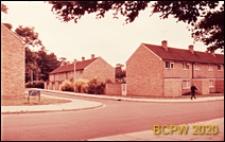 Osiedle mieszkaniowe, skrzyżowanie ulic, Harlow, Anglia, Wielka Brytania