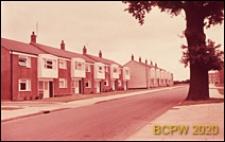 Domy w zabudowie szeregowej, ulica osiedlowa, Harlow, Anglia, Wielka Brytania