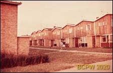 Osiedle mieszkaniowe, domy szeregowe jednopiętrowe z łamanym dachem, Hatfield, Anglia, Wielka Brytania