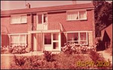 Budynek mieszkalny jednopiętrowy w zabudowie szeregowej, widok zewnętrzny, Hatfield, Anglia, Wielka Brytania
