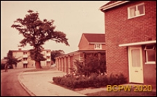 Fragment osiedla mieszkaniowego, ulica osiedlowa, Hatfield, Anglia, Wielka Brytania