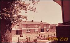 Domy szeregowe jednopiętrowe, widok od strony podwórka, Hatfield, Anglia, Wielka Brytania