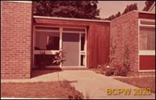 Fragment zabudowy szeregowej, wejście do domu, Hatfield, Anglia, Wielka Brytania