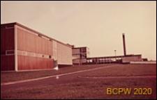 Szkoła II stopnia dla dziewcząt, widok od strony drogi prowadzącej do szkoły, Hatfield, Anglia, Wielka Brytania