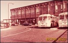 Dworzec lotniczy, podjazd autobusowy, Gatwick Aiport, Anglia, Wielka Brytania