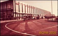Dworzec lotniczy, widok naroża budynku, Gatwick Aiport, Anglia, Wielka Brytania