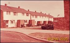 Domy mieszkalne jednopiętrowe w zabudowie szeregowej przy ulicy Vinters Avenue, Stevenage, Anglia, Wielka Brytania