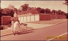 Nowa część miasta, zabudowa mieszkaniowa, widok od strony ulicy, Welwyn Garden City, Anglia, Wielka Brytania