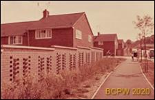 Nowa część miasta, domy mieszkalne jednopiętrowe, widok ogólny, Welwyn Garden City, Anglia, Wielka Brytania