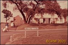 Dom bliźniaczy jednopiętrowy, widok od strony ulicy, Welwyn Garden City, Anglia, Wielka Brytania