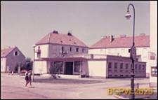Osiedle mieszkaniowe zbudowane w latach 1949-1950, dom kultury, widok zewnętrzny, Wiedeń, Austria