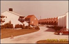 Osiedle mieszkaniowe, domy szeregowe, widok od strony ulicy, Aarhus, Dania