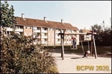 Osiedle mieszkaniowe Brondbyparken, plac zabaw dla dzieci, Kopenhaga, Dania