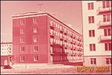 Osiedle Czeremuszki, widok naroża pięciokondygnacyjnego budynku mieszkalnego z wielkiej płyty, Moskwa, Rosja
