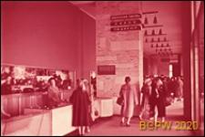 Leninskij prospekt, partery sklepowe, punkt sprzedaży torebek damskich, Moskwa, Rosja