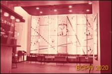 """Sklep """"Berëzka"""", wnętrze, oświetlenie dekoracyjne ściany sklepu, Moskwa, Rosja"""