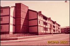Osiedle mieszkaniowe INA-Casa, budynek mieszkalny trzykondygnacyjny, elewacja budynku, Rzym, Włochy