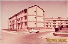 Osiedle mieszkaniowe INA-Casa, budynek mieszkalny trzykondygnacyjny, widok ogólny, Rzym, Włochy