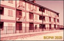 Osiedle mieszkaniowe INA-Casa, fragment elewacji trzykondygnacyjnego budynku mieszkalnego, Rzym, Włochy