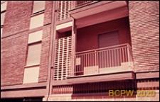 Osiedle mieszkaniowe INA-Casa, fragment elewacji budynku mieszkalnego, balkon, Rzym, Włochy