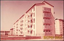 Osiedle mieszkaniowe INA-Casa, domy pięciokondygnacyjne w zabudowie szeregowej, widok zewnętrzny, Rzym, Włochy