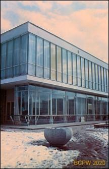Dom Meblowy Wojewódzkiego Przedsiębiorstwa Handlu Meblami przy ulicy Wały Jagiellońskie 2/4, fragment elewacji, widok zimą, Gdańsk