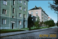 Śródmieście, osiedle mieszkaniowe z budynkami czterokondygnacyjnymi, widok od strony ulicy, Gdynia