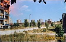 Osiedle mieszkaniowe, widok ogólny, w tle widoczne wieżowce, Gdynia-Redłowo