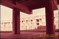 Osiedle LCC Rockingham Estate, zabudowa mieszkaniowa, podcień budynku, Londyn, Wielka Brytania