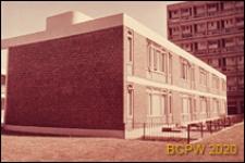 Osiedle LCC Rockingham Estate, jednopiętrowy budynek mieszkalny, widok naroża budynku, Londyn, Wielka Brytania