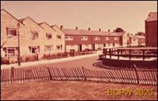 Osiedle LCC, zabudowa mieszkaniowa, domy piętrowe, widok od strony ulicy, Londyn, Wielka Brytania