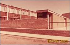 Osiedle LCC, fragment domu mieszkalnego otoczonego murem, Londyn, Wielka Brytania