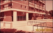 Blok LCC, widok naroża budynku mieszkalnego wielokondygnacyjnego, Londyn, Wielka Brytania