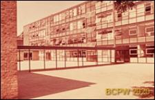 Szkoła żeńska w południowej części miasta, elewacja budynku, Londyn, Wielka Brytania
