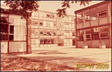 Szkoła żeńska w południowej części miasta, fragmenty budynków szkolnych, Londyn, Wielka Brytania