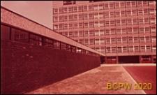 Szkoła drugiego stopnia Bayswater Secondary School, elewacja budynku ośmiokondygnacyjnego, Londyn, Wielka Brytania