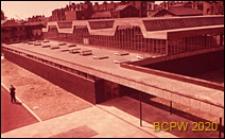 Szkoła drugiego stopnia Bayswater Secondary School, budynek szkolny ze szklaną nadbudową, Londyn, Wielka Brytania