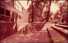 Szkoła pierwszego stopnia Bousfield Primary School, schody amfiteatru, Londyn, Wielka Brytania