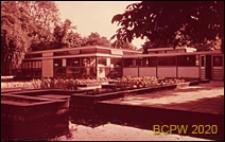 Szkoła pierwszego stopnia Bousfield Primary School, budynek szkolny i dziedziniec, Londyn, Wielka Brytania