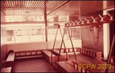 Szkoła pierwszego stopnia Bousfield Primary School, wnętrze, szatnia, Londyn, Wielka Brytania
