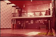 Szkoła pierwszego stopnia Bousfield Primary School, wnętrze, sala dwupoziomowa, Londyn, Wielka Brytania